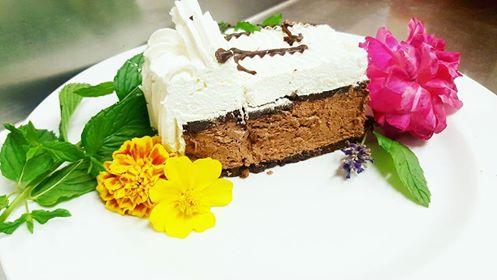 Torta con mousse al cioccolato e panna di soia